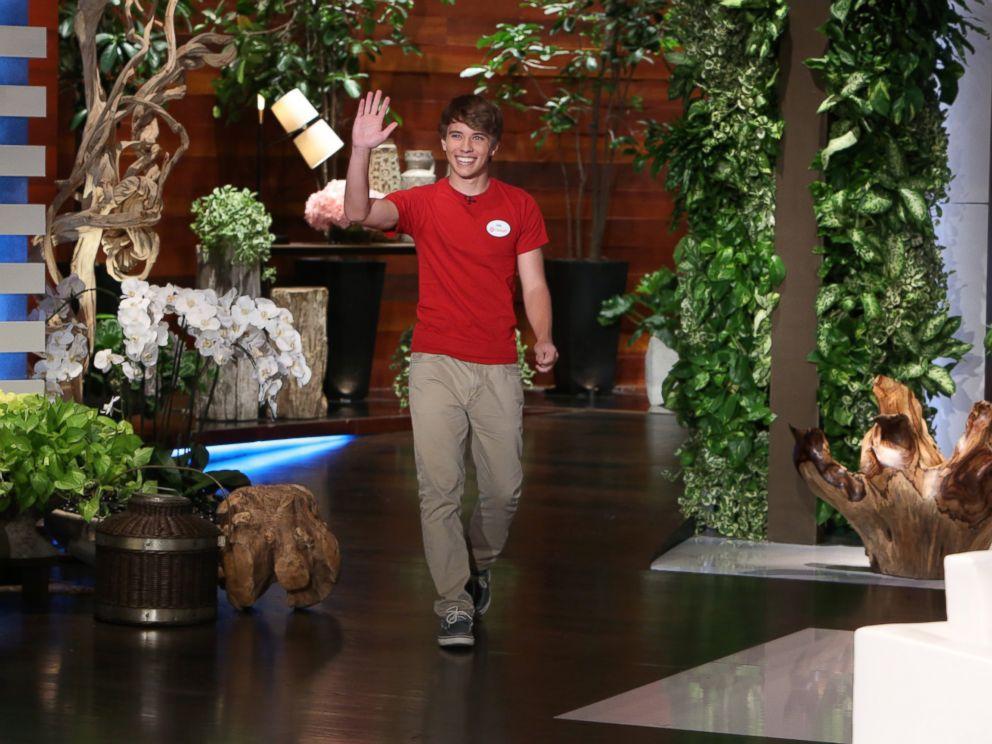 PHOTO: Alex Lee arrives on The Ellen DeGeneres Show, Nov. 5, 2014.