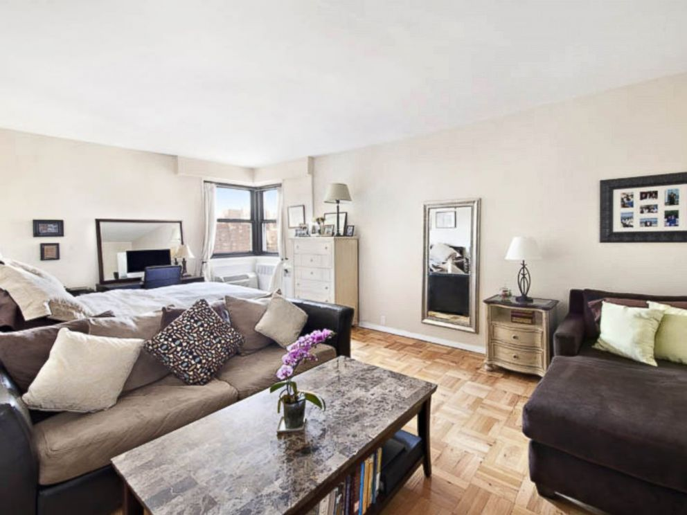 PHOTO: This studio apartment on East 76th Street in New York City is listed for $500,000.