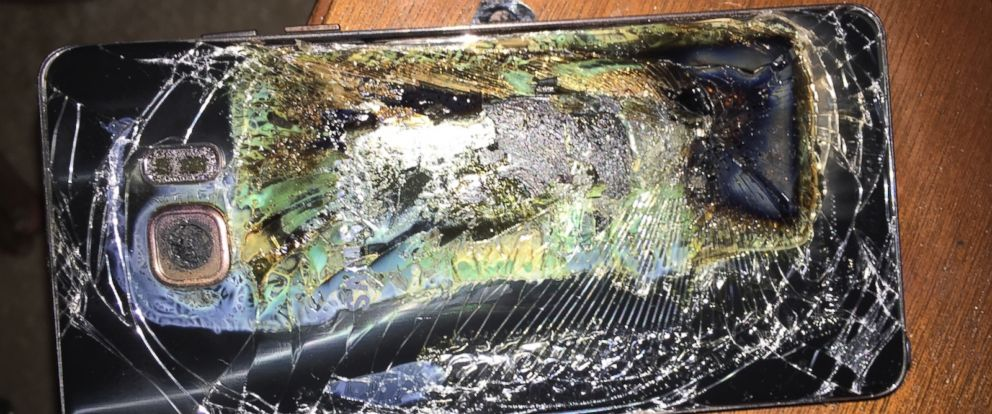 PHOTO: A photo provided by Shawn Minter to ABC News shows a phone which he claims is a replacement Samsung Note7 that overheated on Sunday.