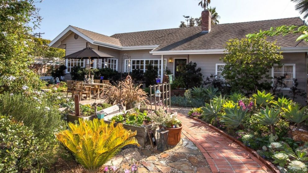 8 luxury ranch style homes for sale photos abc news for Farm style homes for sale