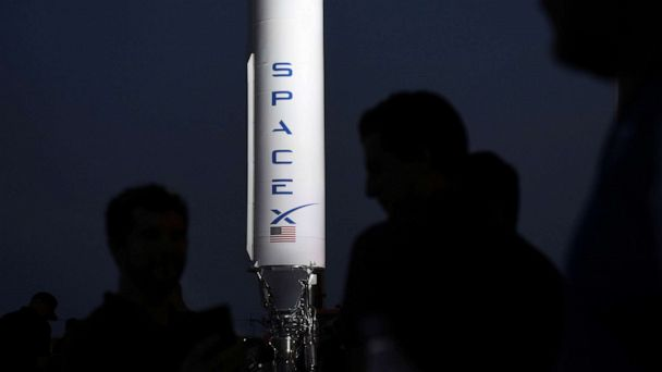 SpaceX unveils Starship, to transport humans to the moon and Mars