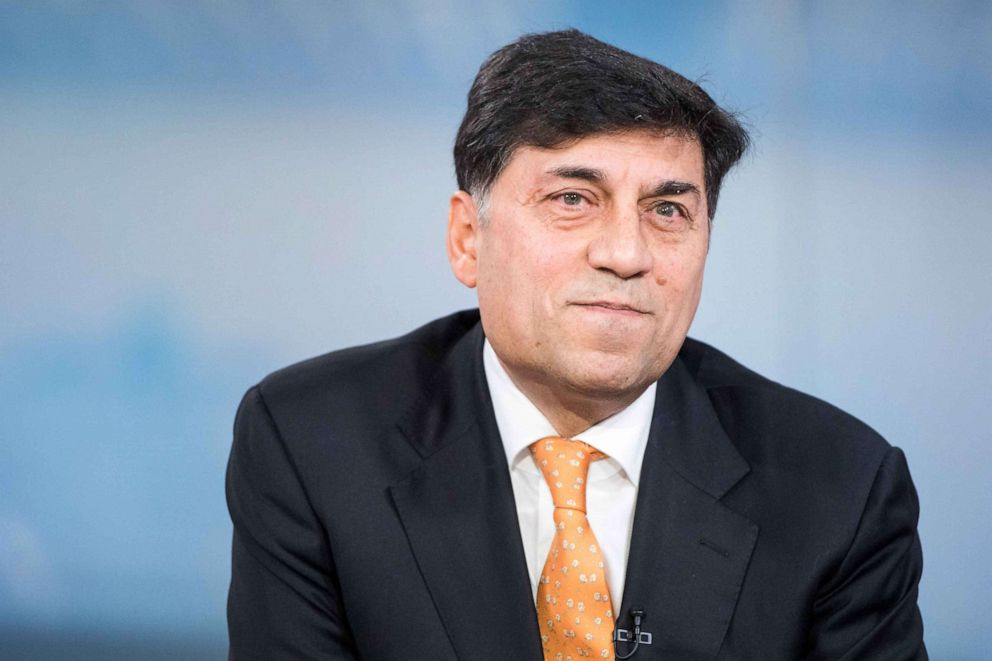 PHOTO:Rakesh Kapoor, chief executive officer of Reckitt Benckiser Group Plc, pauses during a Bloomberg Television interview in London, Feb. 19, 2018.