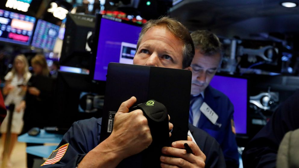 Stocks open sharply lower on trade fears thumbnail