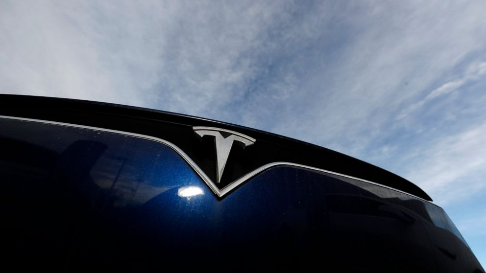 Michigan lifts barriers to Tesla sales, settling lawsuit