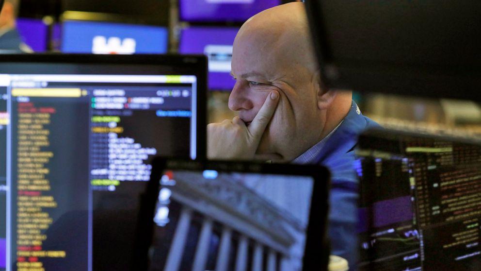 Anleiherenditen sinken, Aktien fallen, da die Investoren verlangen Sicherheit