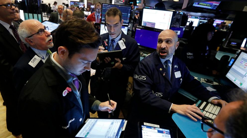 Technology stocks lead US markets lower in early trading thumbnail