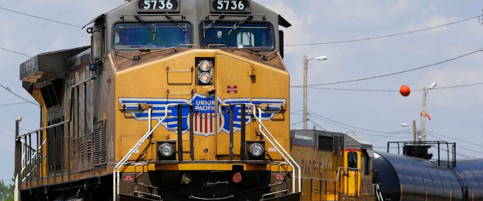 Union Pacific railroad trims volume outlook for rest of 2019