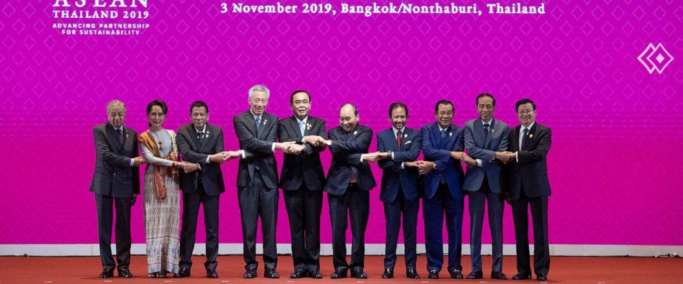 From left, Malaysian Prime Minister Mahathir Mohamad, Myanmar leader Aung San Suu Kyi, Philippines President Rodrigo Duterte, Singaporean Prime Minister Lee Hsien Loong, Thailand Prime Minister Prayuth Chan-ocha ,Vietnam Prime Minister Nguyen Xuan Ph
