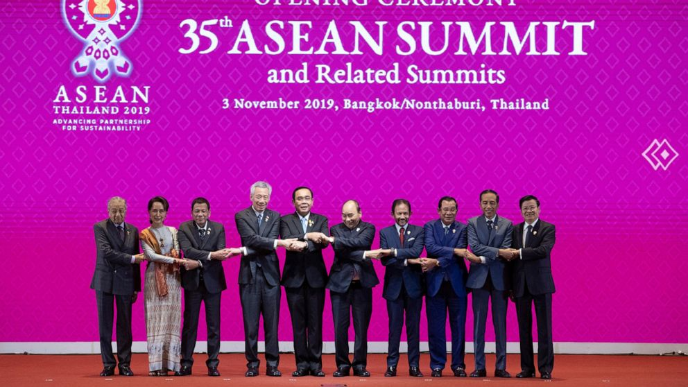 Trump absent, ASEAN charts path for trade bloc led by China thumbnail