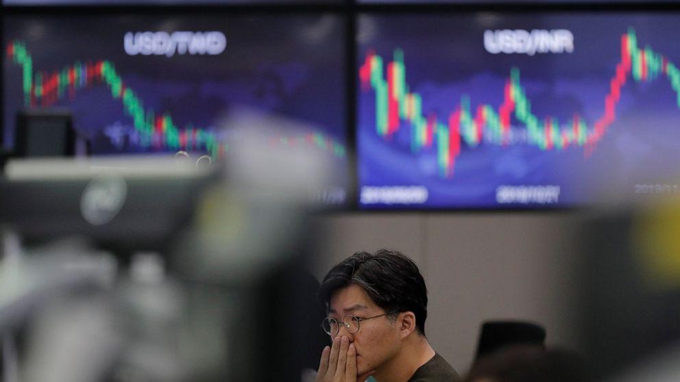 Tech, health care companies lead US stocks slightly lower thumbnail