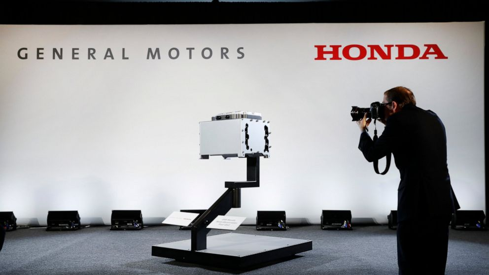 Honda, General Motors sign deal to work on vehicles together thumbnail
