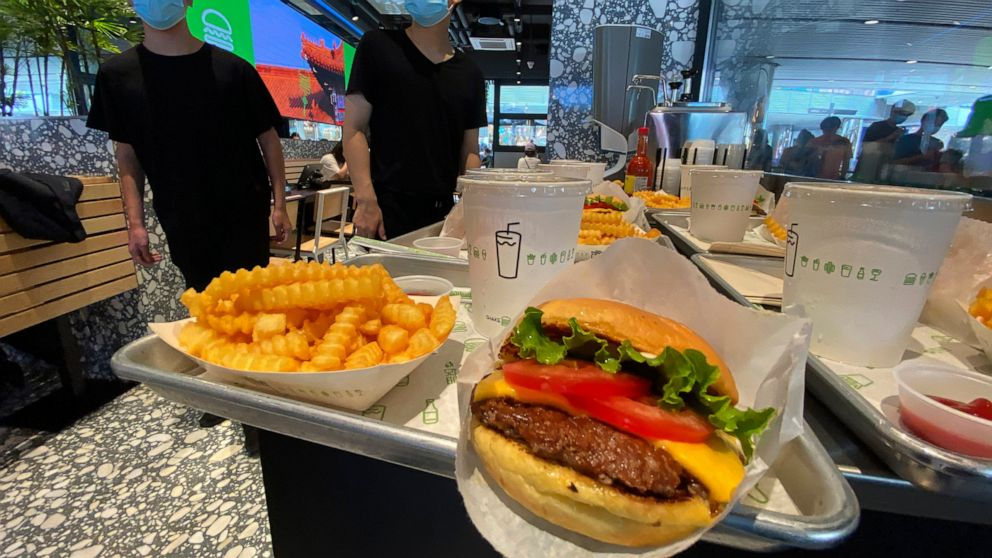 Shake Shack shrugs off trade war, opens outlet in Beijing