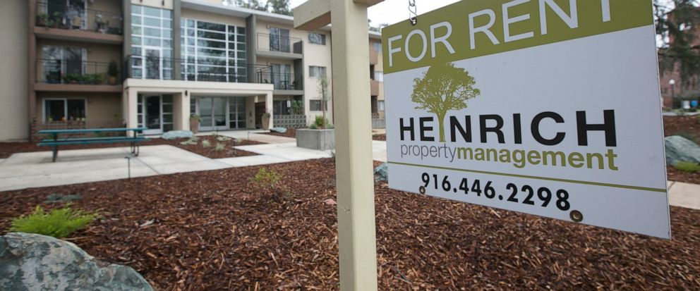 "FILE- This Jan. 8, 2017, file photo shows a ""For Rent"" sign outside an apartment building in Sacramento, Calif. The growth in apartment rents is accelerating this year, fueled by increasing demand amid strong job growth, rising wages and more millenn"
