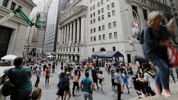 US stocks' mixed finish nudges S&P 500 to a 2nd weekly gain