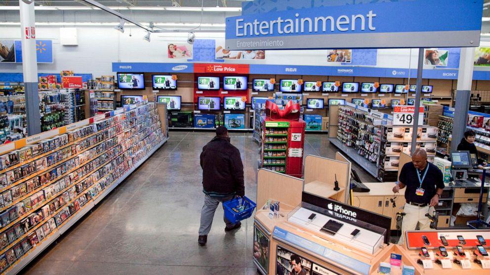 Walmart pulls violent video game screens but will still sell guns thumbnail