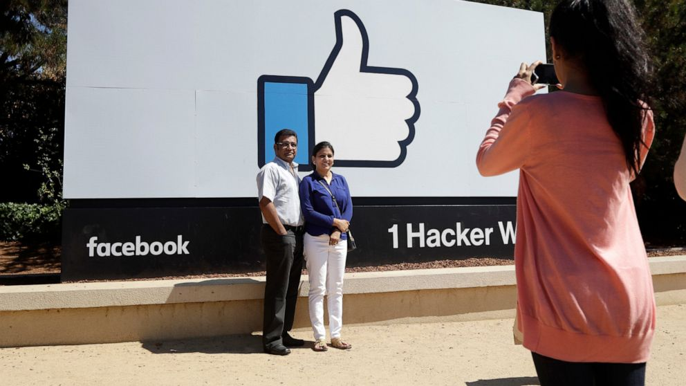 irish-regulator-investigates-facebook-over-exposed-passwords