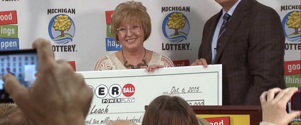 PHOTO: Julie Leach of Three Rivers, Michigan accepts a ceremonial check at the press conference announcing her as the winner of a $310 million Powerball jackpot, Oct. 6, 2015.