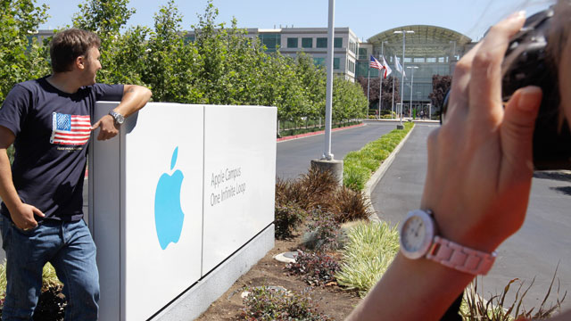 PHOTO Russian Tourists Pose Outside Of Apple Headquarters In Cupertino Calif Aug