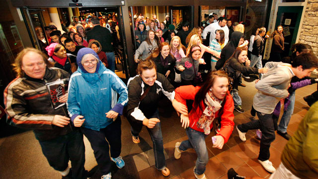 PHOTO: Black Friday shoppers pour into the Valley River Center mall for the Midnight Madness sale, Nov. 23, 2012 in Eugene, Ore.