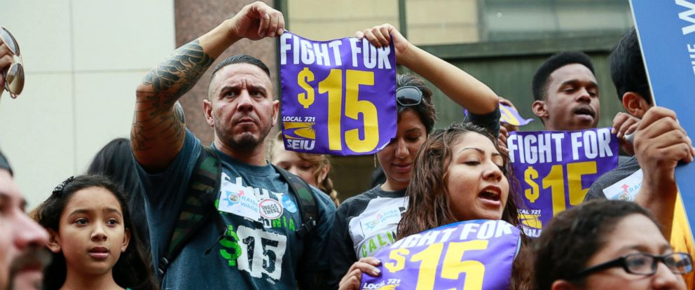 PHOTO: Workers hold a rally in Los Angeles in support of the Los Angeles County Board of Supervisors proposed minimum wage ordinance on July 21, 2015.