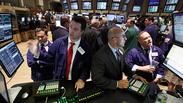 PHOTO: Traders on floor of New York Stock Exchange