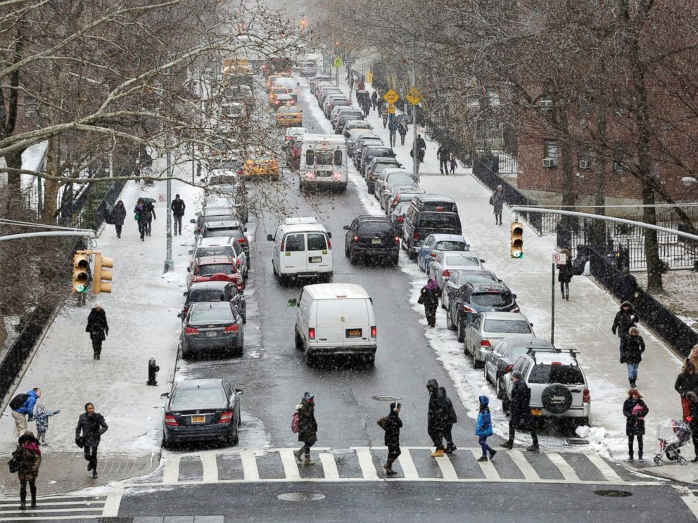 PHOTO: People walk in a light snowfall on Jan. 26, 2015 in New York.