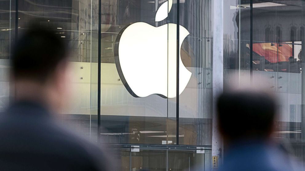 Pedestrians walk past the Apple store in Beijing, China, Jan. 3, 2019. Applecut its revenue outlook for the first time in almost two decades citing weaker demand in China.