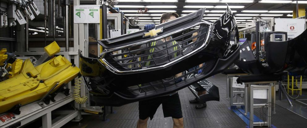 PHOTO: An employee carries a Chevrolet bumper at an auto parts manufacturing facility in Guelph, Ontario, Canada, on Aug. 30, 2018.
