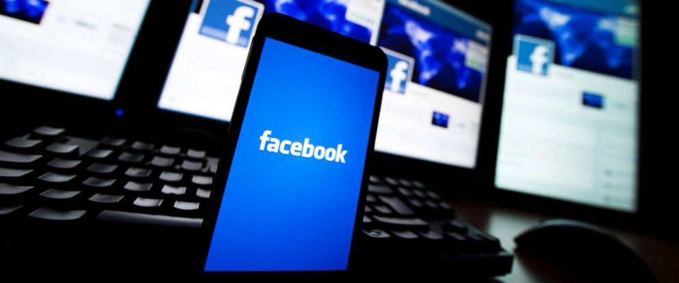 PHOTO: The loading screen of the Facebook application on a mobile phone is seen in this photo illustration taken in Lavigny, Switzerland, May 16, 2012.