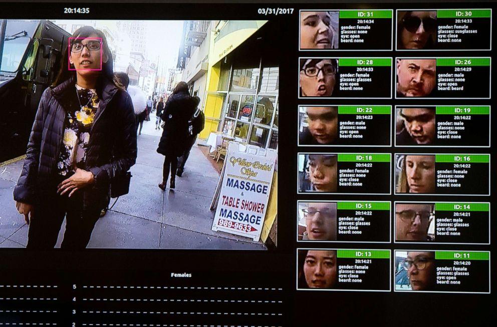 FOTO: AA-Display zeigt ein Gesichtserkennungssystem für die Strafverfolgung während der NVIDIA GPU Technology Conference, die künstliche Intelligenz, Deep Learning, virtuelle Realität und autonome Maschinen am 1. November 2017 in Washington, DC, präsentiert.