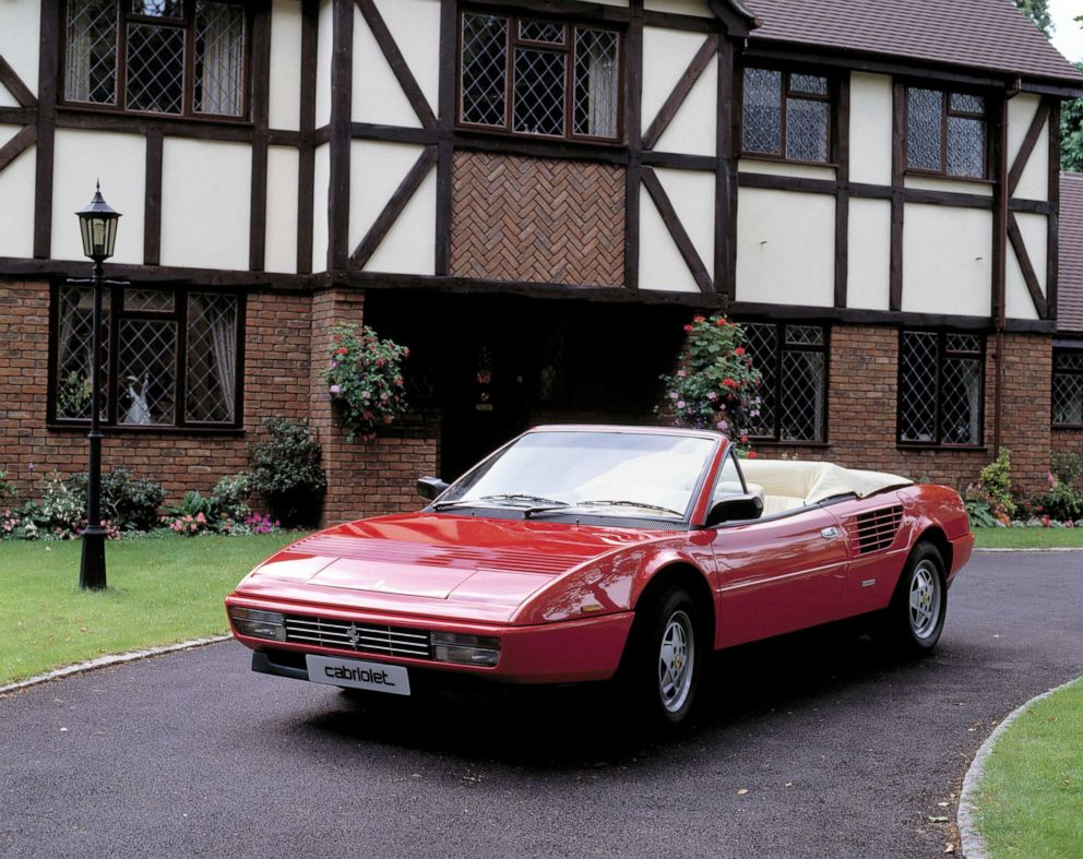 PHOTO: 1987 Ferrari Mondial 3.2 cabriolet.