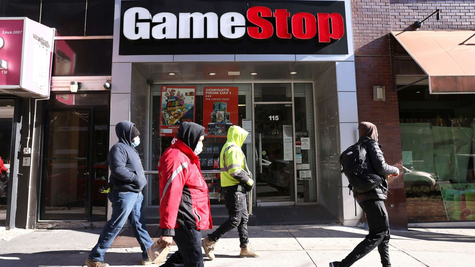abcnews.go.com - Catherine Thorbecke - GameStop's chief financial officer steps down after stock market saga