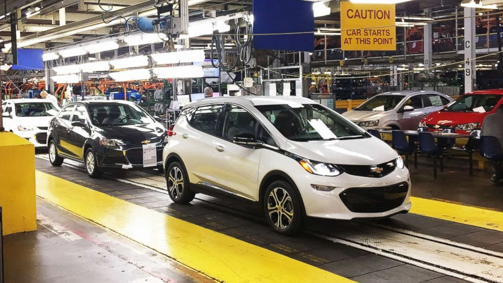 Workers Emble Chevy Bolt Ev Cars At The General Motors Embly Plant In Orion Township