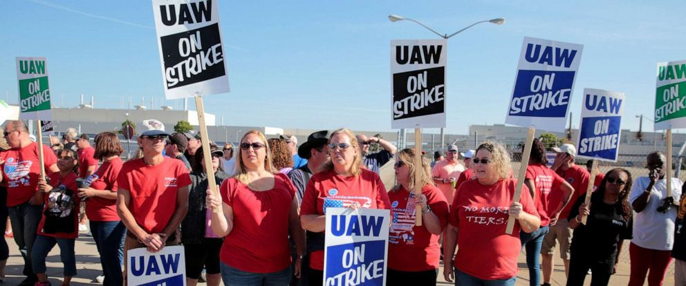 PHOTO: General Motors assembly workers picket outside the shuttered Lordstown Assembly plant during the United Auto Workers (UAW) national strike in Lordstown, Ohio, September 20, 2019.