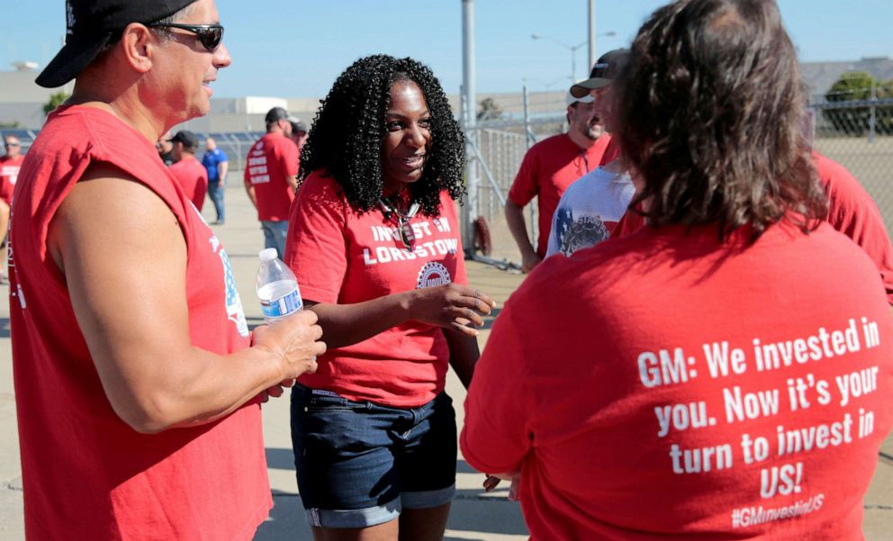 PHOTO: Striking General Motors assembly worker Raneal Edwards talks with fellow strikers during a rally outside the shuttered Lordstown Assembly plant during the United Auto Workers national strike in Lordstown, Ohio, September 20, 2019.