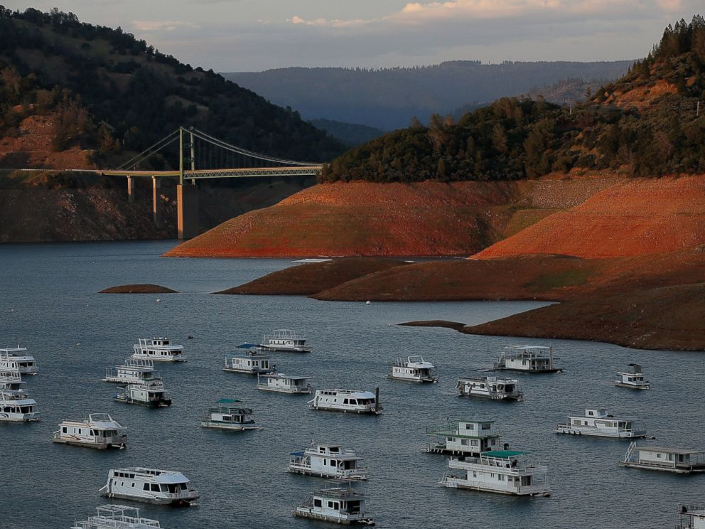 PHOTO: Low water levels are visible at Lake Oroville near the Bidwell Bar Bridge on May 7, 2015 in Oroville, Calif.