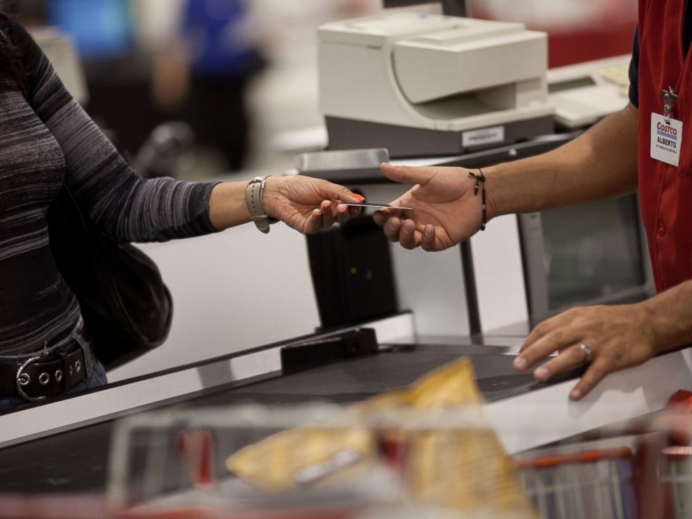 PHOTO A Customer Hands The Cashier Her Membership Card To Make Purchases At Costco
