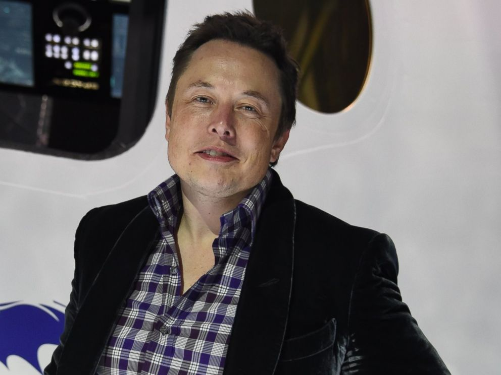 PHOTO: SpaceX CEO Elon Musk introduces SpaceXs Dragon V2 spacecraft at a press conference in Hawthorne, California, May 29, 2014.