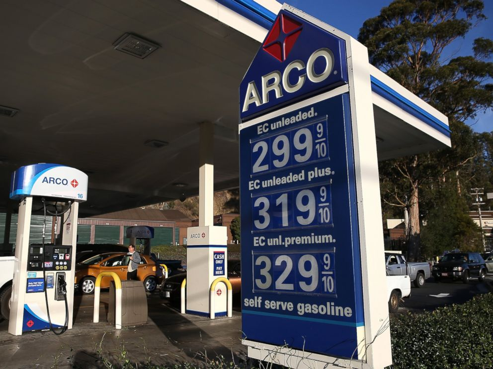 PHOTO: Gas prices are displayed at an Arco gas station on Oct. 27, 2014 in Mill Valley, Calif.