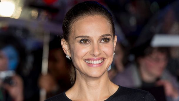"""PHOTO: Natalie Portman attends the World Premiere of """"Thor: The Dark World"""" at Odeon Leicester Square on Oct. 22, 2013 in London."""
