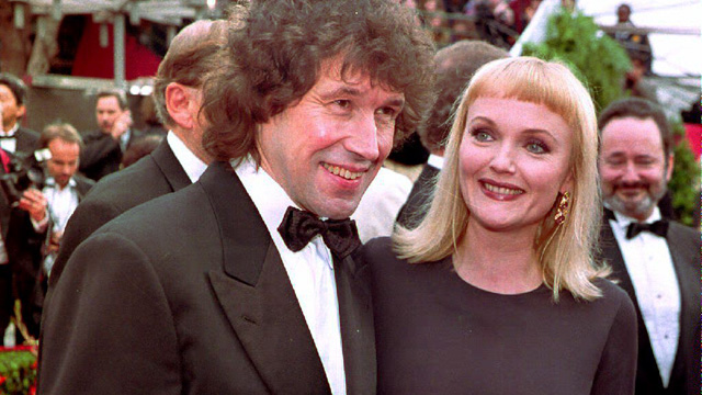 """PHOTO: Irish actor Stephen Rea (L), nominee for Best Actor for his performance in """"The Crying Game,"""" arrives 29 March at the 65th Annual Academy Awards ceremony with British co-star Miranda Richardson."""