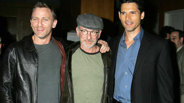 """PHOTO: Daniel Craig, Steven Spielberg and Eric Bana during Los Angeles Private Screening of Universal's """"Munich"""" - Arrivals at The Academy of Motion Picture Arts and Sciences in Beverly Hills, California."""