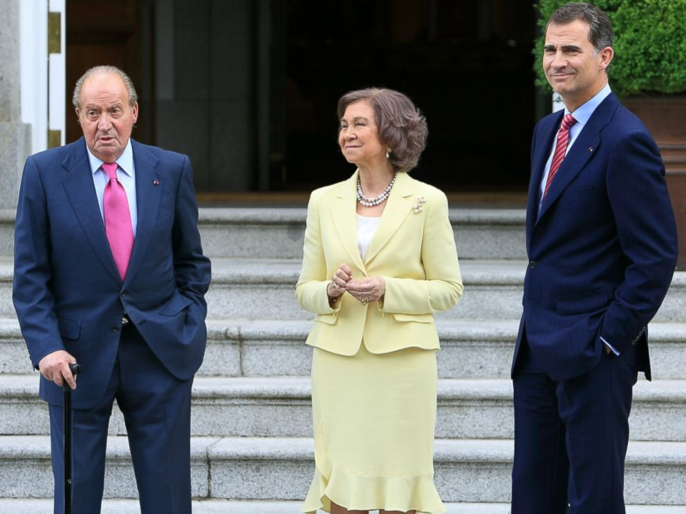 PHOTO: Spanish Royals King Juan Carlos and Queen Sofia and Prince Felipe at Zarzuela Palace on May 28, 2014 in Madrid, Spain.