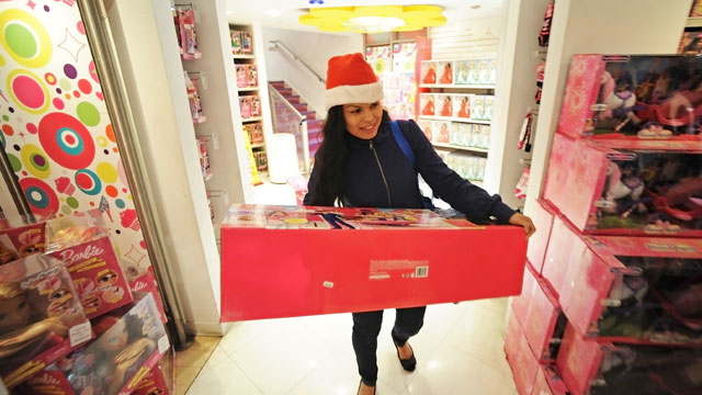 """PHOTO: A shopper carries a large box at a Toys """"R"""" Us store in New York City, Nov. 22, 2012."""