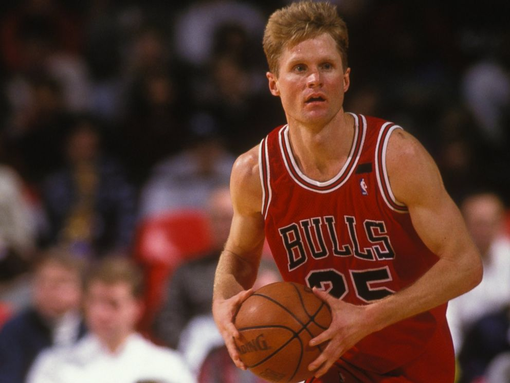 PHOTO: Steve Kerr #25 of the Chicago Bulls dribbles the ball up court during a NBA basketball game against the Washington Bullets at USAir Arena on March 1, 1996 in Landover, Maryland.