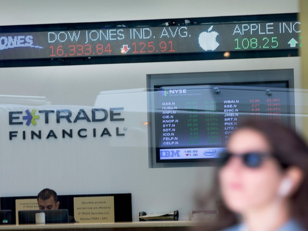 PHOTO: Stock prices are flashed across a screen in the lobby of an E-Trade branch on Aug. 24, 2015 in Chicago.