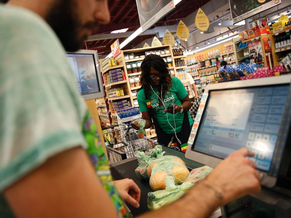 PHOTO: Whole Foods cashier Jason Ellsworth rings up groceries for a customer in Sherman Oaks, Calif. on Sept. 12, 2014.