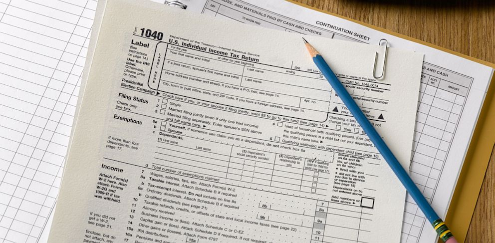 PHOTO: The IRS is changing its policy on same sex couples filing tax returns.