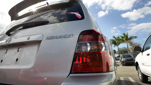 PHOTO: A Toyota Highlander is seen on a sales lot, Nov. 9, 2011 in Miami, Florida.