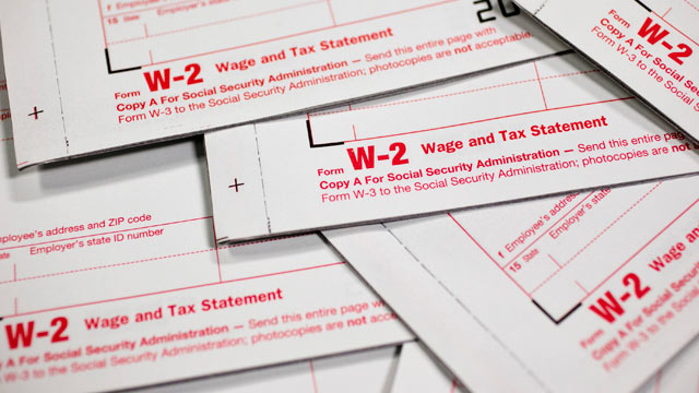 PHOTO: Eearly tax filers receive higher average returns.
